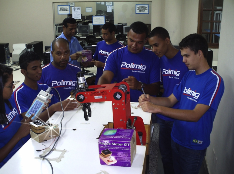 alunos-polimig-do-curso-de-mecatronica-braco-robotico-com-keppe-motor